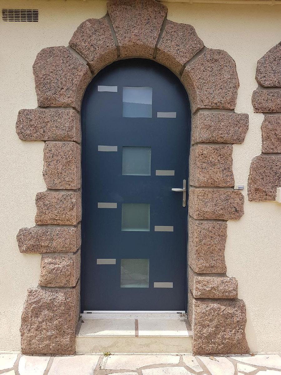 menuiseries St Leger les vignes portes d'entrée TJS Aluplast 44830