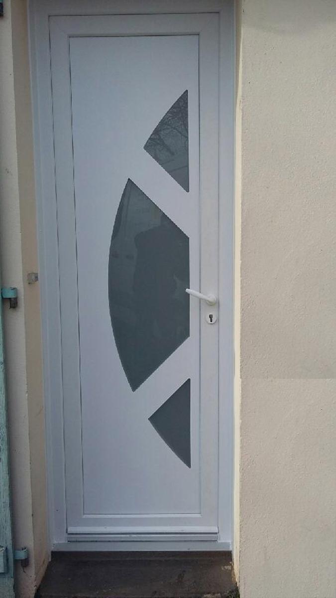 portes d'entrée Bouaye TJS Aluplast menuiseries 44830