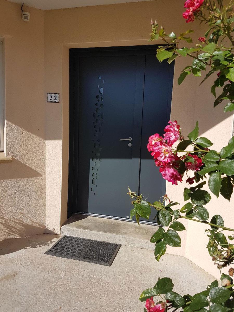 TJS Aluplast portes d'entrée Bouaye menuiseries 44830